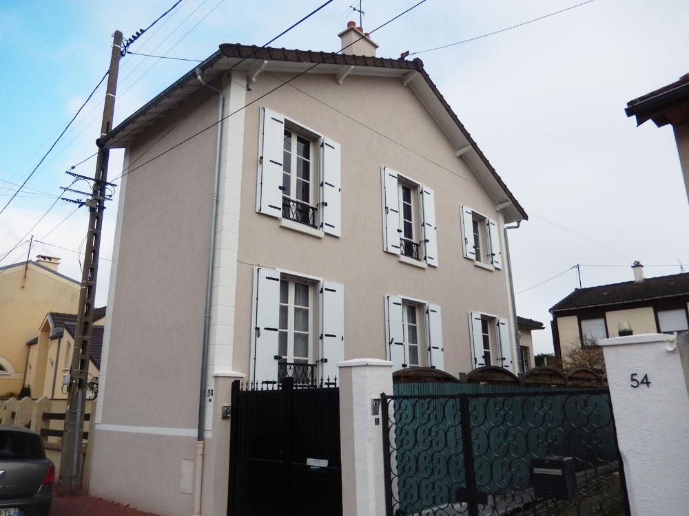 Rénovation des façades d'une maison traditionnelle 2 pans à La Varenne-Saint-Hilaire après