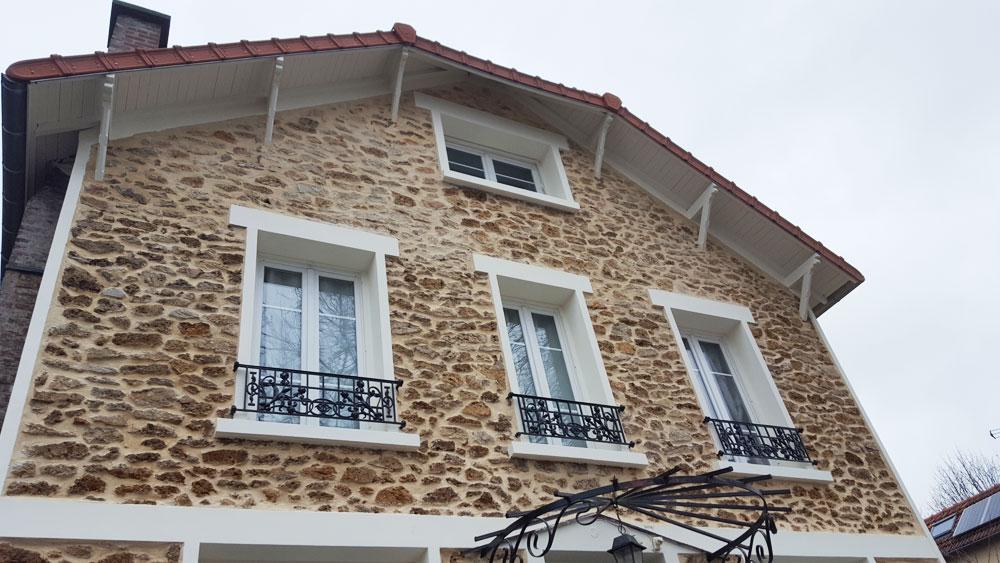 Rénovation des façades d'une maison 1930 en pierres Meulière après