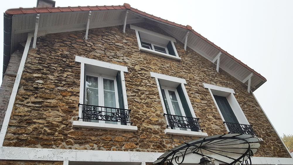 Rénovation des façades d'une maison 1930 en pierres Meulière avant